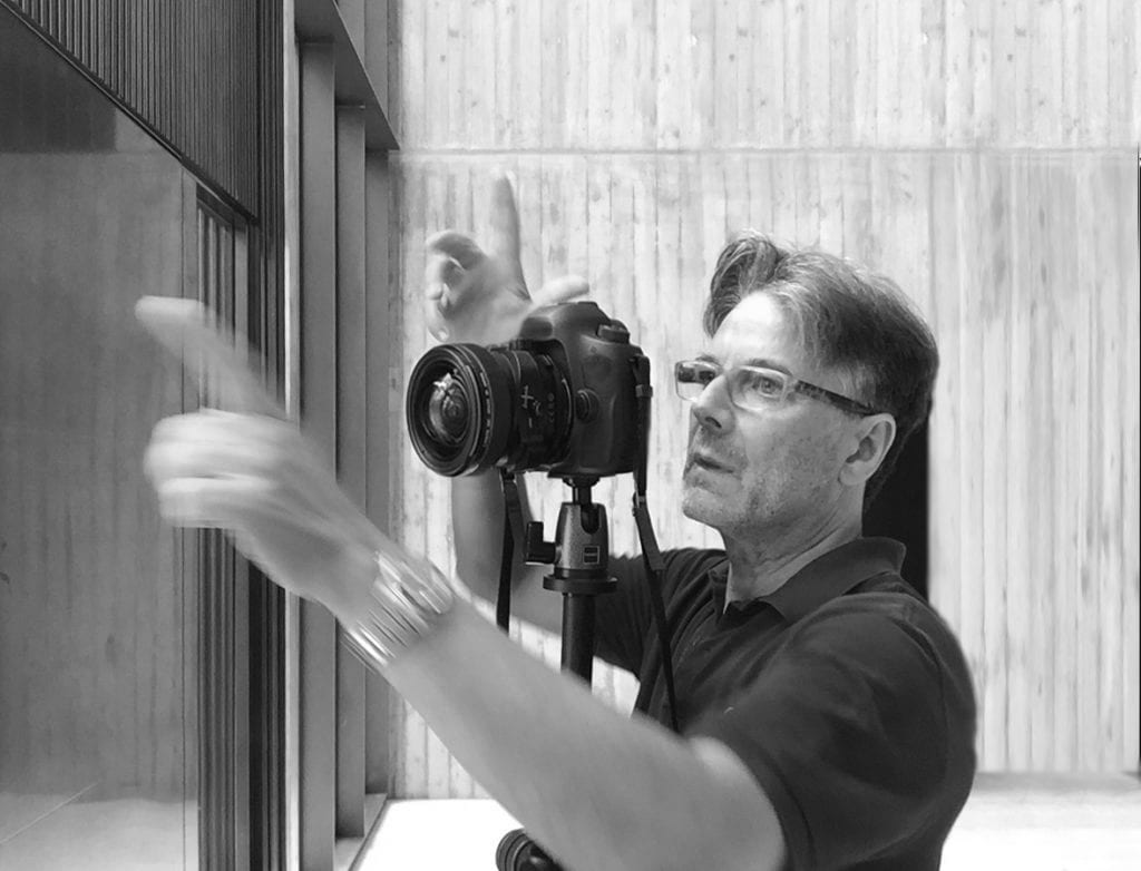 Juan Rodríguez photographing Caritas in Gant