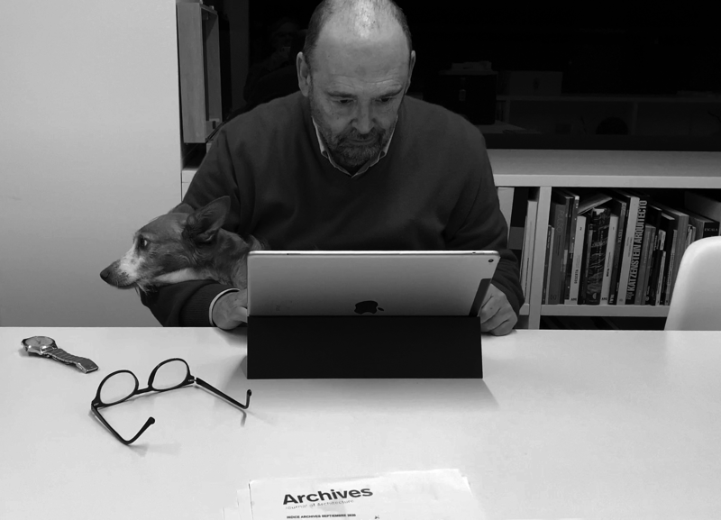 ARCHIVES 7, F. Mangado working in his office 07